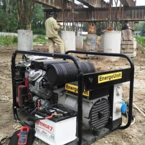 Бензиновий генератор на прокат для зварювання каркасів паль